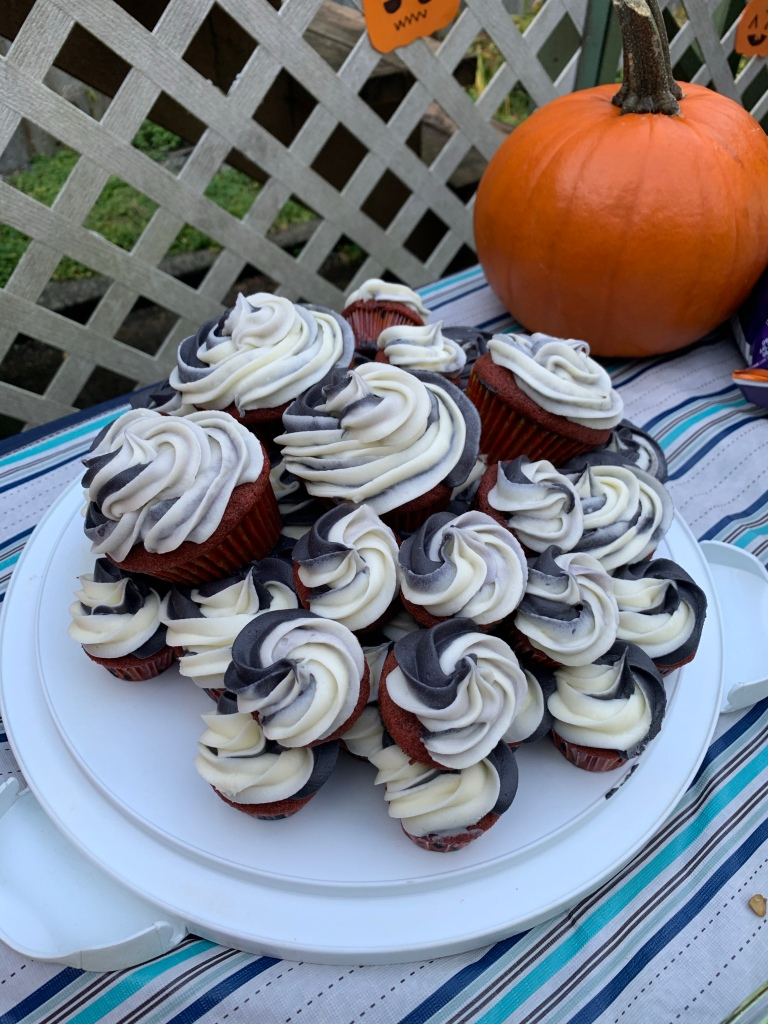 Spoopy cupcakes (as a bday cake, but individual portions to make it a little more Covid safe)